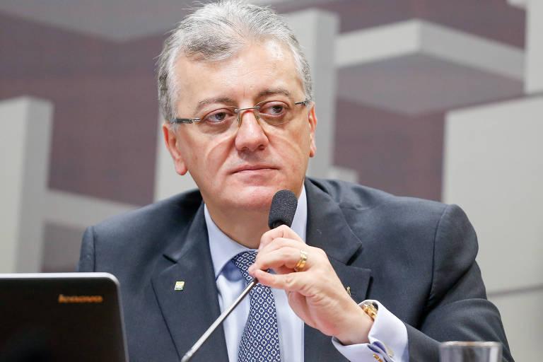 Aldemir Bendine, então presidente da Petrobras, participa de audiência pública no Senado em 2015