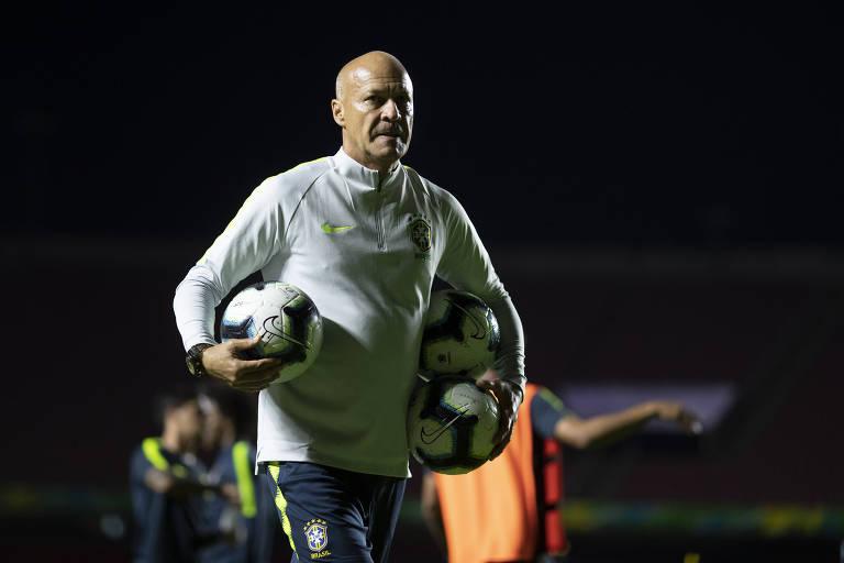 Preparador de goleiros Mauri Lima, agora na seleção brasileira, processa Corinthians após trabalhar por dez anos no clube