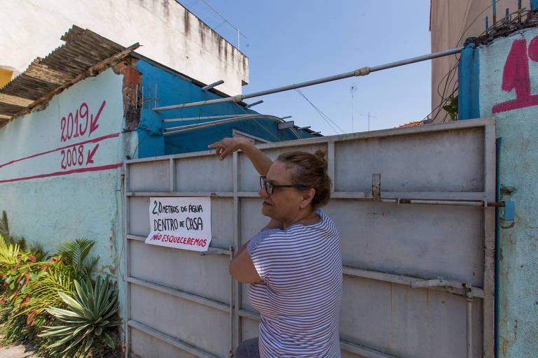 Vítimas de alagamento aguardam auxílio em São Caetano do Sul