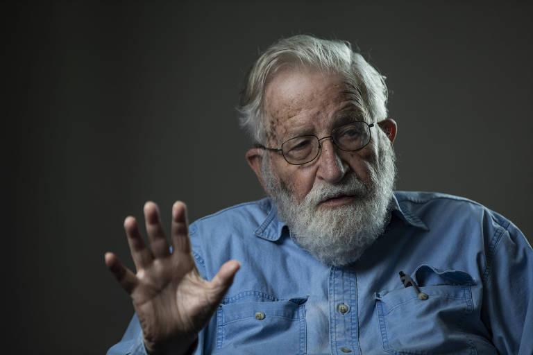 O linguista americano Noam Chomsky, em hotel na zona oeste de São Paulo