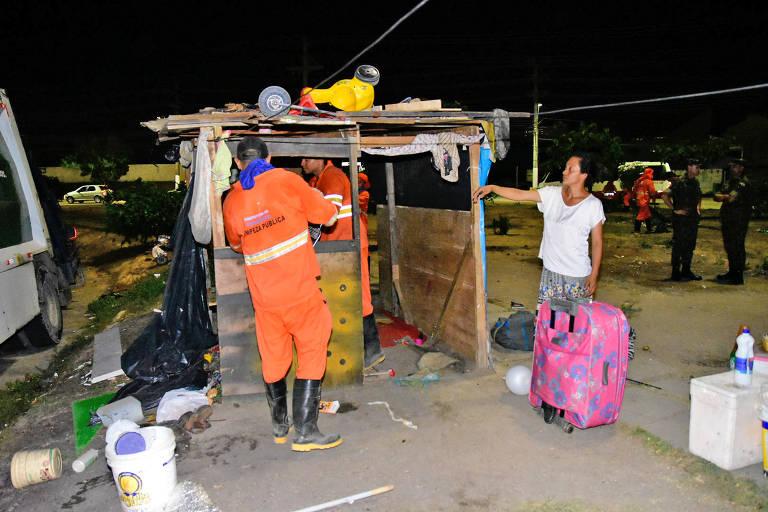 Venezuelanos são retirados das proximidades da rodoviária de Manaus