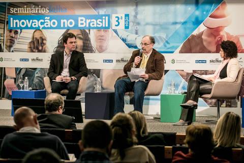 BR - SAO PAULO - SP - 28.08.2019 - SEMINARIO FOLHA - Inovacao no Brasil 3a Edicao -  Folha promove debate sobre inovacao no Brasil. Primeira mesa de debate: (esq/dir) Ricardo Kahn, da Fundacao Vanzolini, Glauco Arbix (oculos), da USP, e Erika Fraga, jornalista da Folha. Keiny Andrade/Folhapress