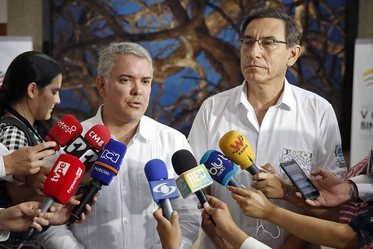Presidente peruano Martin Vizcarra (à dir.) e o líder colombiano Ivan Duque falam à imprensa no encontro em Pucallpa, na Amazônia do Peru