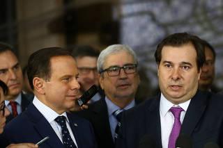 Doria, Maia e Frota após reunião da bancada do PSDB, na Câmara