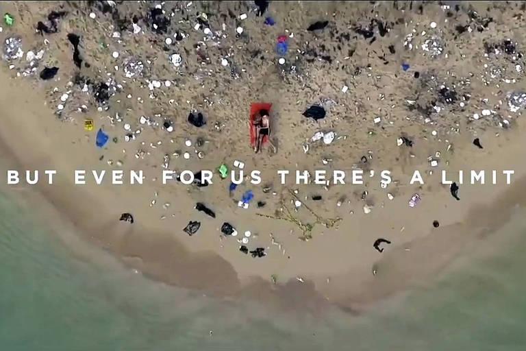 O Pornhub divulga seu 'Pornô mais sujo de todos os tempos' em uma campanha para combater a poluição nas praias