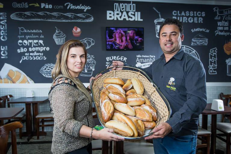 Os irmãos Fábio e Vanessa, proprietários da padaria Avenida Brasil