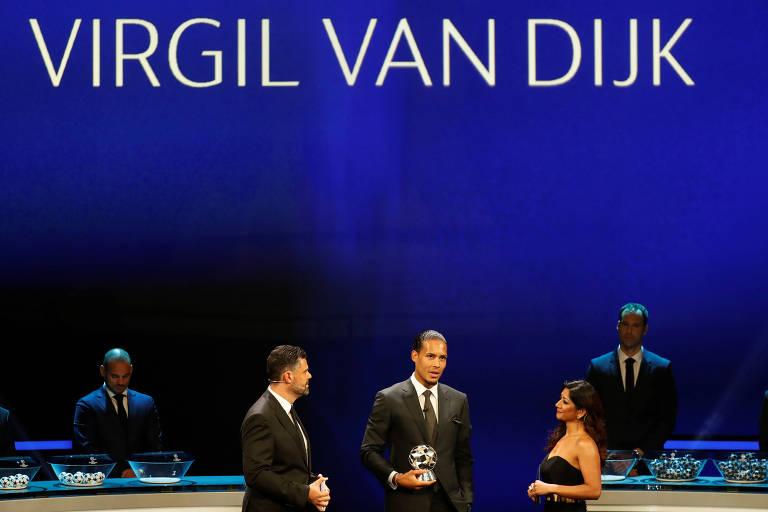 Virgil van Dijk, do Liverpool, ganhou prêmio como melhor zagueiro e melhor jogador da última temporada