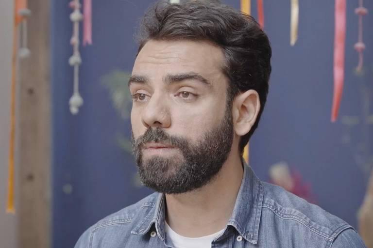 Cena do documentário O Silêncio dos Homens; Guilherme Valadares é fundador do Papo de Homem e um dos realizadores da pesquisa e documentário
