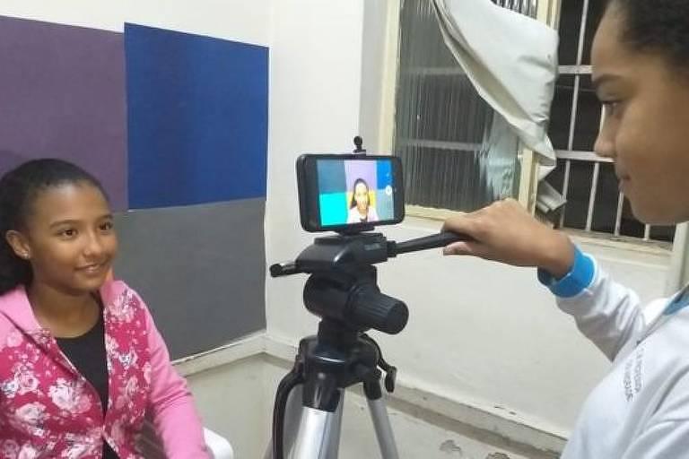 O projeto 'Fora da Bolha' registrou em vídeo a discussão dos alunos sobre problemas como abuso sexual, violência doméstica e homofobia