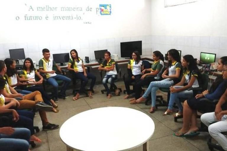 Em rodas de conversas, os alunos debatem seus problemas e dificuldades