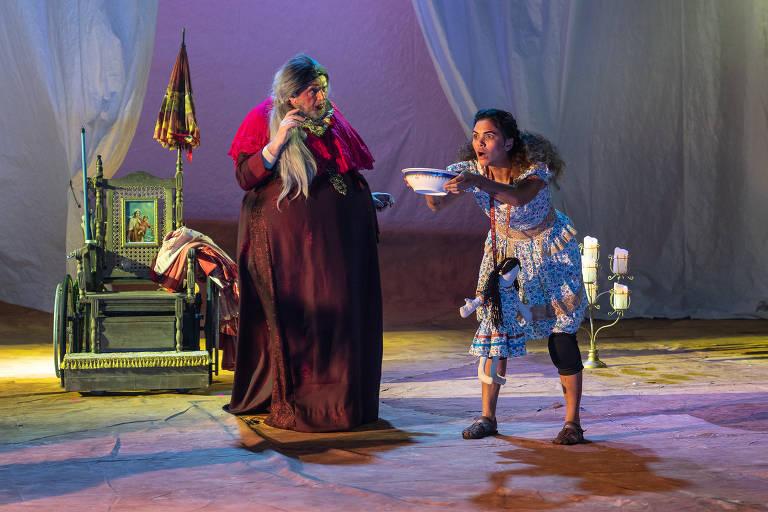 Veja cenas da peça 'Erêndira', que tem texto de Gabriel García Marquez