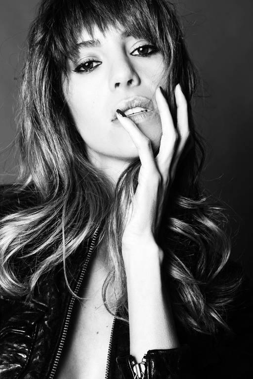 Imagens da atriz Larissa Andrade