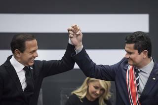 O governador Jo‹o Doria entrega ao ministro Sergio Moro a Ordem do Ipiranga, principal honraria do estado de Sao Paulo durante cerimonia no Palacio dos Bandeirantes