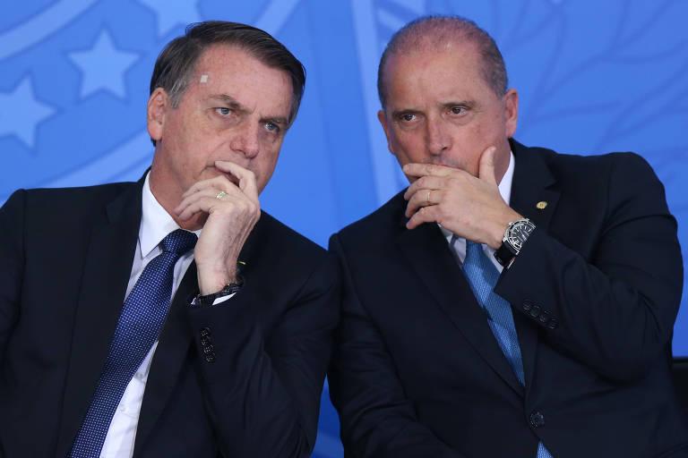 O Presidente Jair Bolsonaro conversa com o ministro da Casa Civil Onyx Lorenzoni