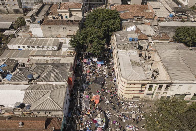 Usuários de drogas voltam a montar barracas na alameda Dino Bueno