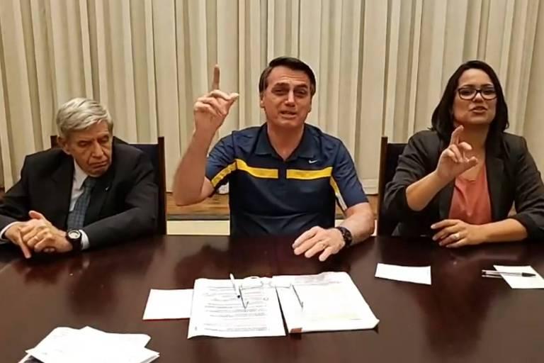 Em live, Bolsonaro diz que governador João Doria 'mamou' nos governos do PT
