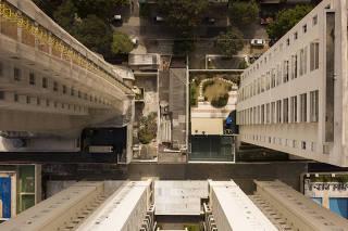Residência espremida entre prédios na Pompeia
