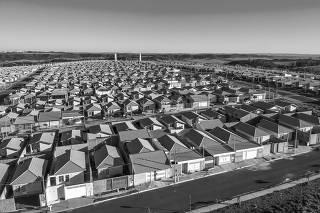 Vista aérea de casas padronizadas do programa Minha Casa Minha Vida