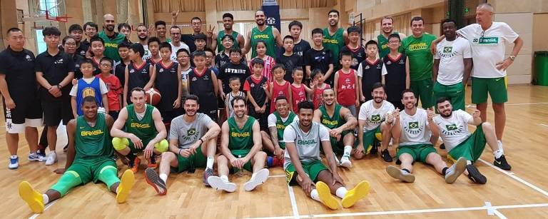 A seleção brasileira masculina de basquete em clínica na China, onde disputará o Campeonato Mundial de 2019