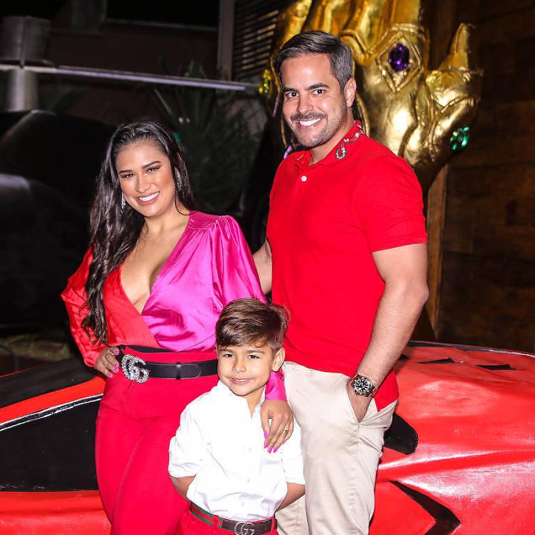 Simone, Kaká e Henry fazem festa em SP para o menino