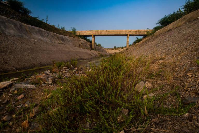 Canal da transposição do São Francisco definha no sertão