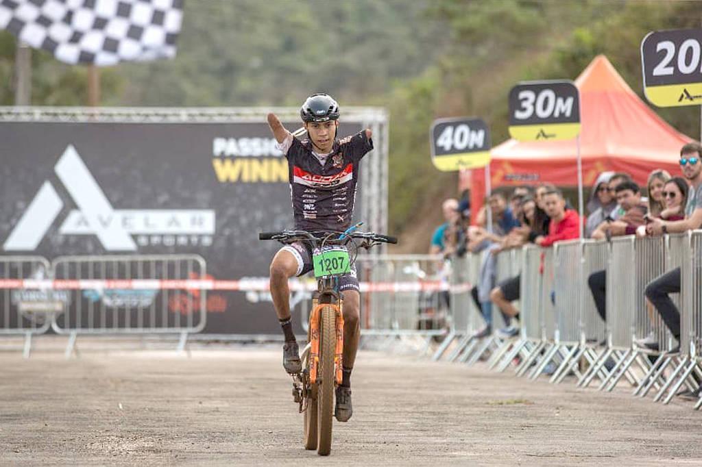 Resultado de imagem para Bruno Paim, 19, percorreu 340 quilômetros em 24 horas de competição
