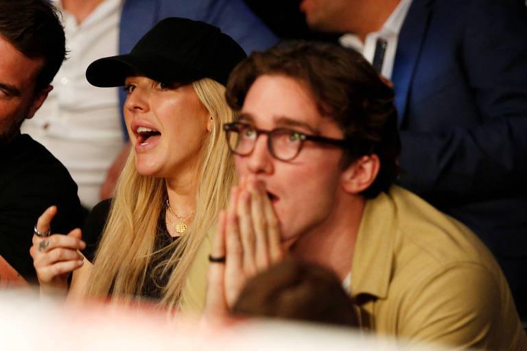 Ellie Goulding e o então noivo Caspar Jopling assistem a uma luta de boxe