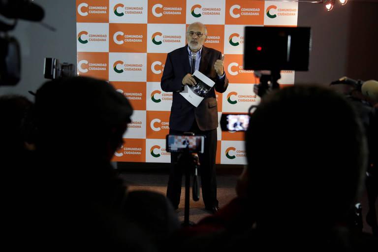 O candidato à Presidência da Bolívia Carlos Mesa em evento em La Paz