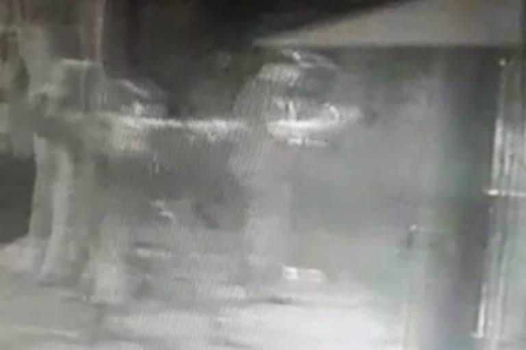 Grupo atira bomba no restaurante palestino Al Janiah