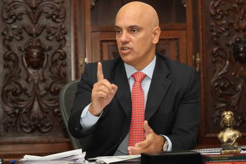 Hoje inimigo, Alexandre de Moraes já recebeu parabéns dos Bolsonaros e afagou presidente