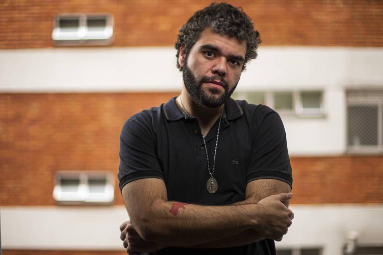 Luís Felipe Alves em sua casa, em SP