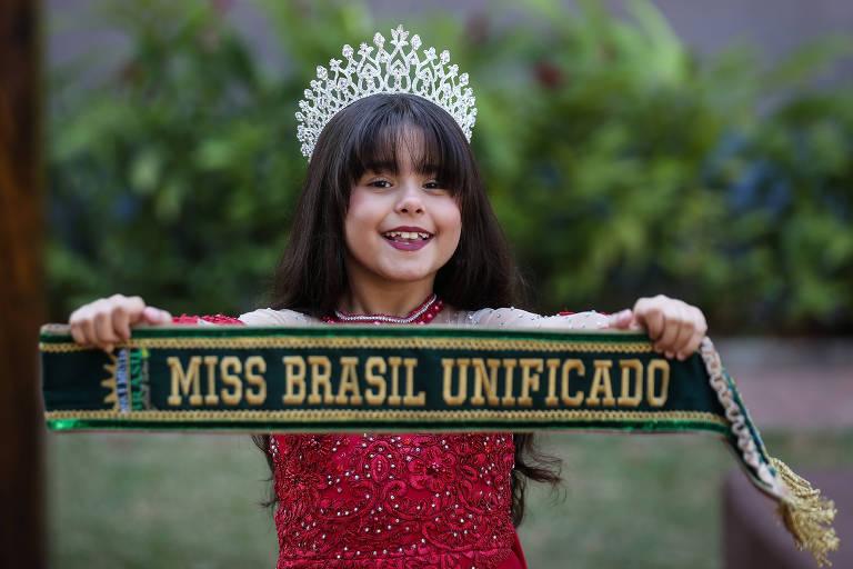 Menina de 8 anos da zona leste de SP vai em busca de título de beleza