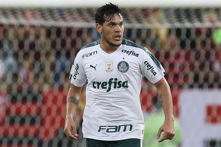 O zagueiro Gustavo Gómez em ação no Maracanã