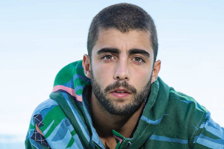 Surfista Pedro Scooby é capa de setembro da revista GQ Brasil