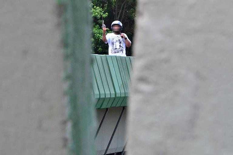 Homem ameaça se matar sobre viaduto da rodovia Imigrantes, em São Paulo