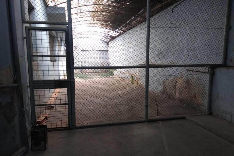 Interior do prédio que serviu de centro de tortura em Minas