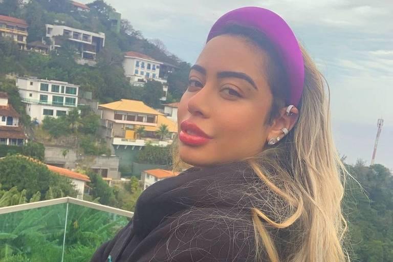 Rafaella Santos posa em mansão no Joá, no Rio de Janeiro