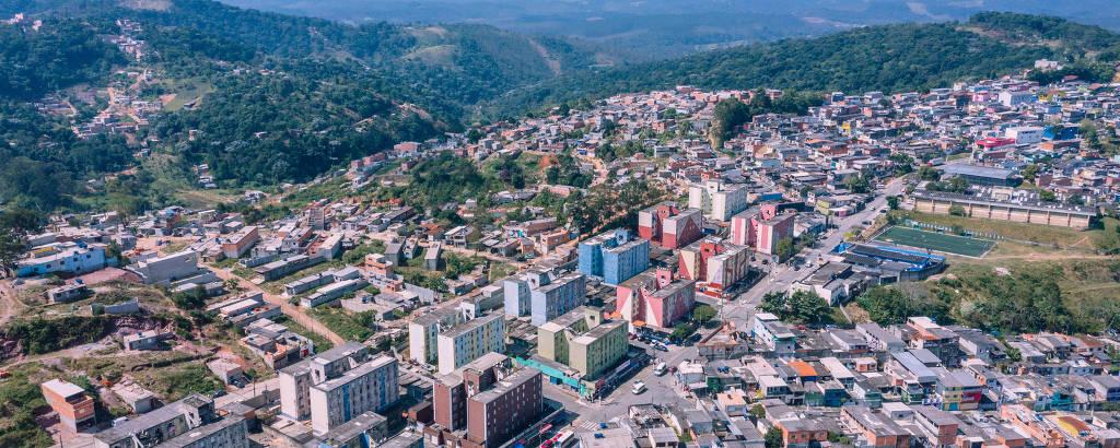 Cidade Tiradentes, que cresceu mais de 1.600% em área construída desde 1995, vista de cima