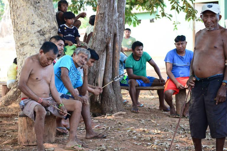 Anciões do povo Myky, aldeia  Japuira, Terra Indígena Menku, em Mato Grosso