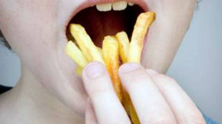 Alimentação pobre em nutrientes levou jovem a sofrer perda irreparável na visão