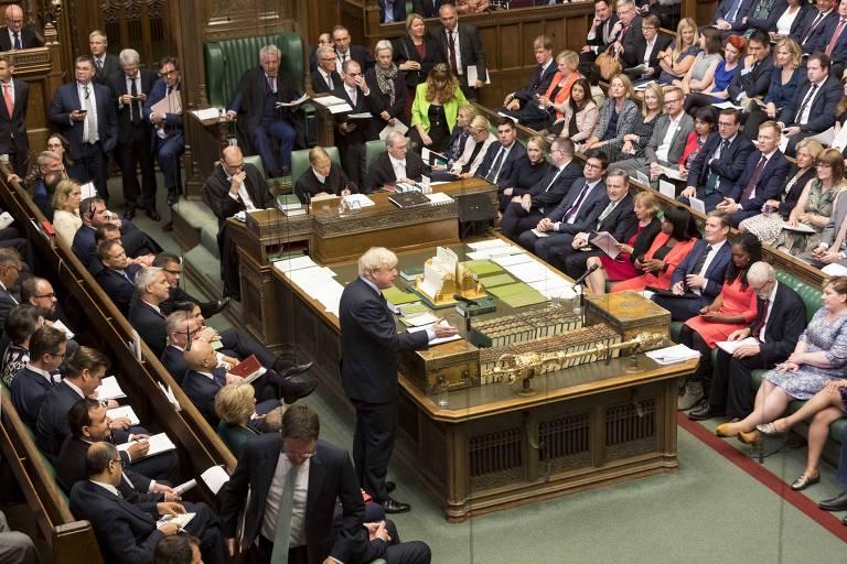 O primeiro-ministro britânico, Boris Johnson, discursa na Câmara dos Comuns, em Londres