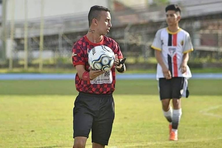 Fabrisio Ferreira conta não ter dificuldade com os equipamentos de arbitragem ou para segurar a bola em campo