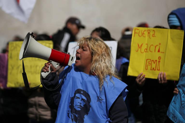 Argentinos vão às ruas de Buenos Aires pedindo mais recursos ao governo