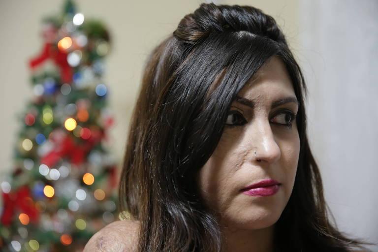 Bárbara Penna em 2015, após ser alvo de ataque de ex-companheiro que resultou na morte de seus dois filhos