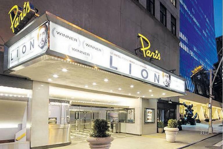 Fachada do Paris Theatre, em Nova York
