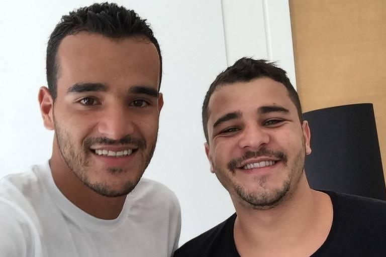 Danilo (de preto) se sentiu mal depois de jogar futebol por dez minutos - Reprodução/Instagram