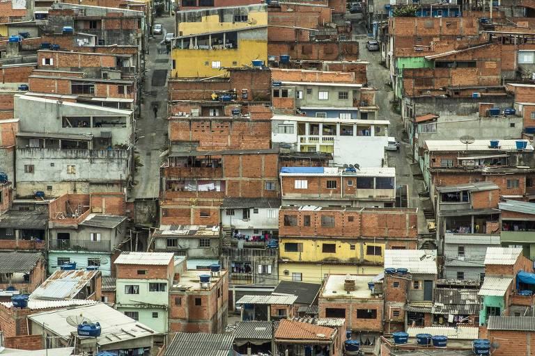 Comunidade em Perus, na zona norte de São Paulo, é um dos exemplos de comunidades em que as edificações se verticalizaram