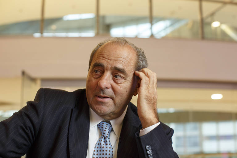 O italiano Antonio Di Pietro, ex-procurador da Operação Mãos Limpas, considerada uma fonte de inspiração para a Lava Jato, em Curitiba