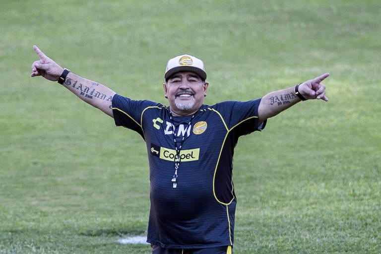 Maradona durante treino do Dorados, time mexicano que dirigiu até junho deste ano