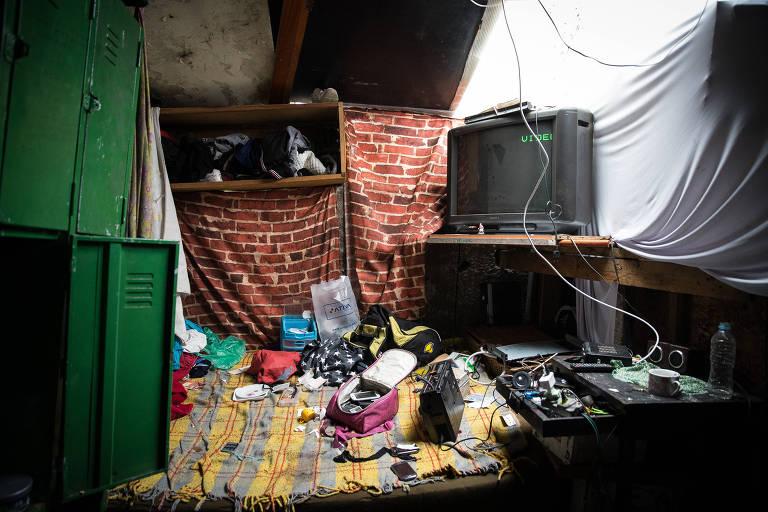 Interior de barraco onde morava adolescente torturado após furto de chocolate em supermercado